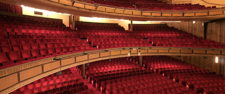 Arredi e attrezzature per teatri e centri congressi for Arredi per alberghi e hotel